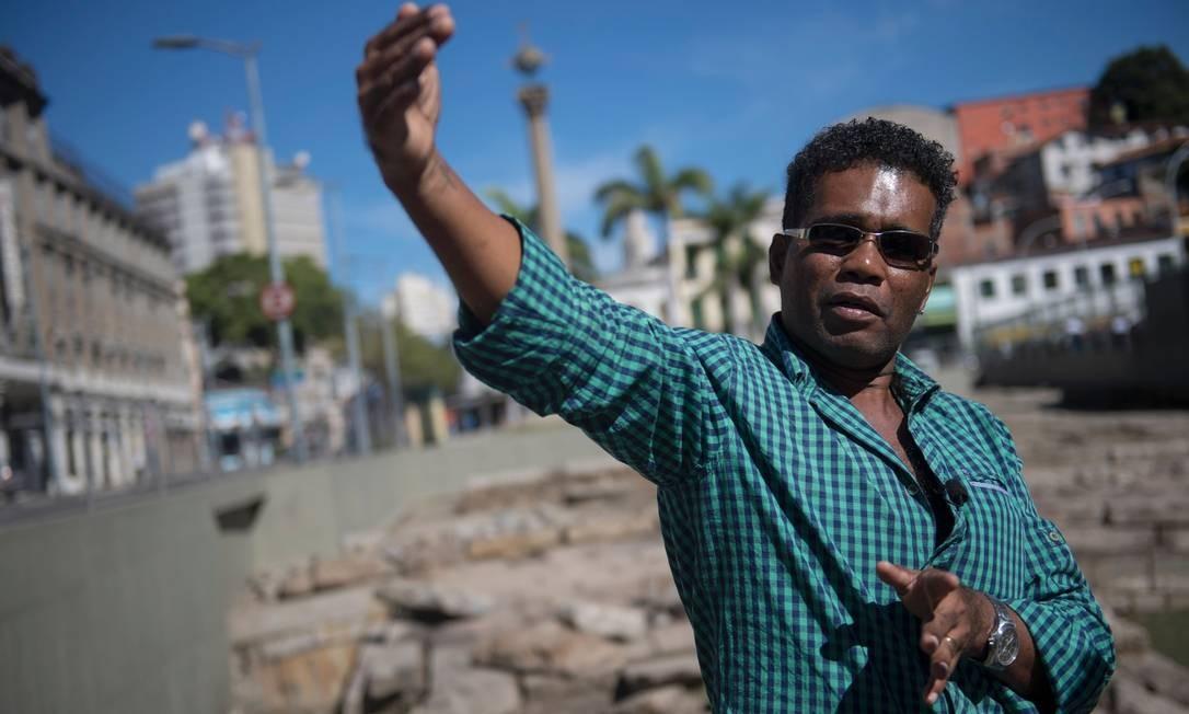 O historiador Claudio de Paula Honorato é autor de dissertação de mestrado na Universidade Federal Fluminense (UFF) sobre o que acontecia com os que chegavam saudáveis, à venda no mercado Foto: Mauro Pimentel / AFP