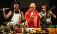 Cena do espetáculo 'Fome, o musical', com Paulo Tiefenthaler Foto: Guito Moreto / Guito Moreto/Agência O Globo