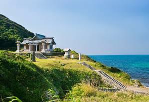 O templo de Okitsu, na ilha sagrada de Okinoshima Foto: IMAKI Hidekazu / World Heritage Promotion Committee