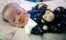 Charlie Gard, de 11 meses, tem doença rara que impede a respiração e a produção de energia Foto: AP
