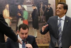 O deputado Sérgio Zveiter (PMDB-RJ) relator da denúncia contra Temer na CCJ, ao lado do presidente da comissão, Rodrigo Pacheco (PMDB-MG) Foto: Givaldo Barbosa / Agência O Globo / 10-7-17