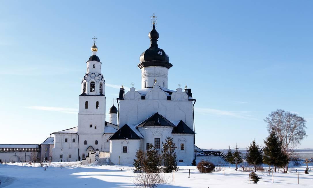 A Catedral e o Monastério da Assunção, na cidade de Sviyazhsk, na Rússia, estão situados na confluência dos rios Volga, Sviyaga e Shchuka, na encruzilhada das rotas da Seda e do Volga. Os afrescos da catedral, fundada por Ivan, o Terrível, estão entre os exemplos mais raros de pinturas murais ortodoxas orientais Foto: Dmitrii Karpov / Dmitrii Karpov