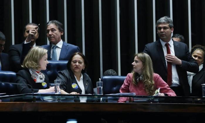 Resultado de imagem para imagem das senadoras que ocuparam a mesa do senado federal