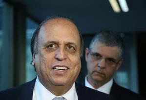 Luiz Fernando Pezão e secretários do estado do Rio se reúnem com o Ministro Henrique Meirelles para discutir plano de ajuda federal ao estado Foto: Ailton de Freitas / Agência O Globo