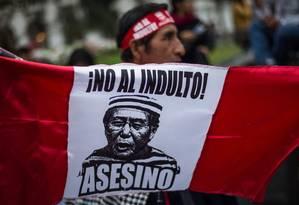 Manifestntes protestam contra indulto a Fujimori em Lima Foto: ERNESTO BENAVIDES / AFP