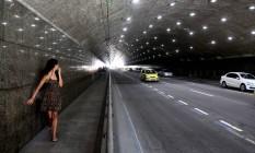 O Túnel Novo, em Copacabana, iluminado, mas ainda com casos frequentes de assalto Foto: Custódio Coimbra - 04/04/216 / Agência O Globo