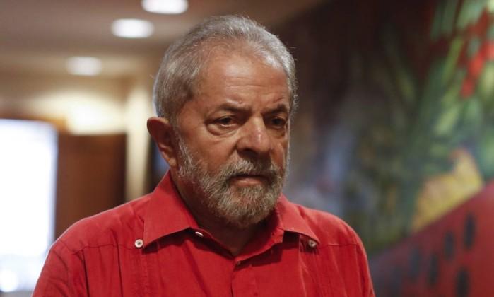 * Lula recebe notícia com 'serenidade de inocente' e 'indignação de injustiçado'