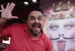 O carnavalesco Edson Pereira, da Unidos do Viradouro, desenvolverá o enredo sobre os loucos gênios da criação Foto: Agência O Globo / Thiago Freitas