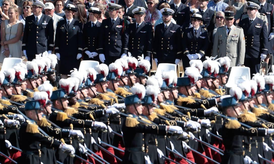 Membros da escola militar especial de Saint-Cyr marcham durante a anual parada militar do Dia da Bastilha. JOEL SAGET / AFP