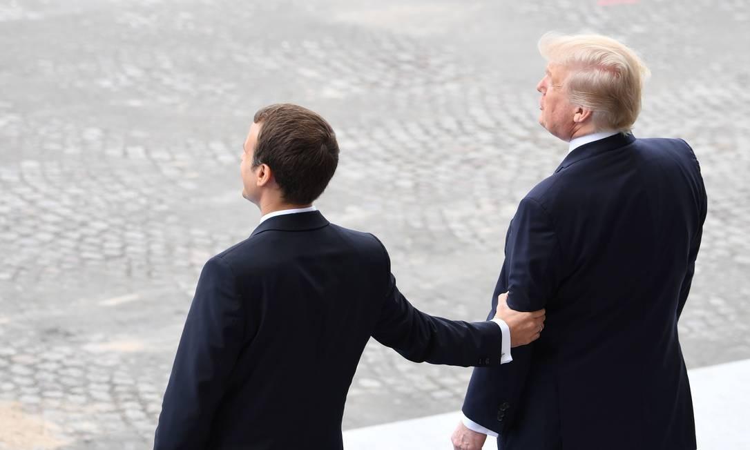 Após um início de relacionamento conturbado, Trump e Macron vêm buscando estreitar e aprimorar seus laços. ALAIN JOCARD / AFP
