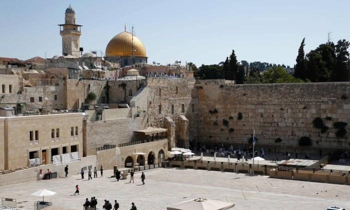 Dois polícias mortos em tiroteio em Jerusalém