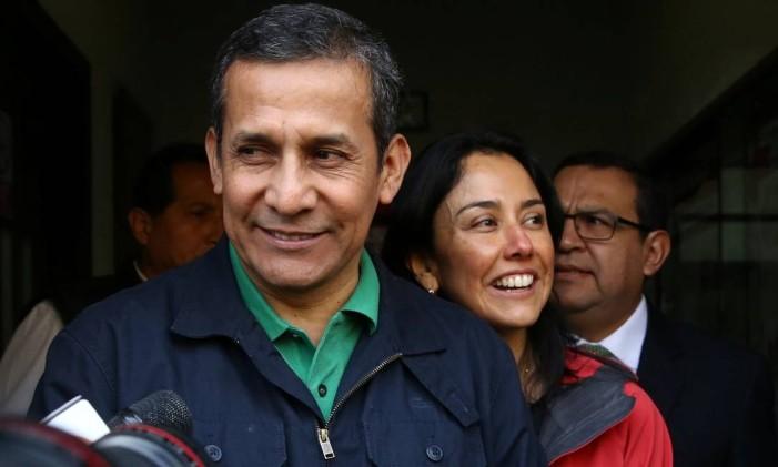 O ex-presidente do Peru Ollanta Humala e a ex-primeira-dama Nadine Heredia deixam a sede do Partido Nacionalista em Lima, Peru Foto: GUADALUPE PARDO / REUTERS
