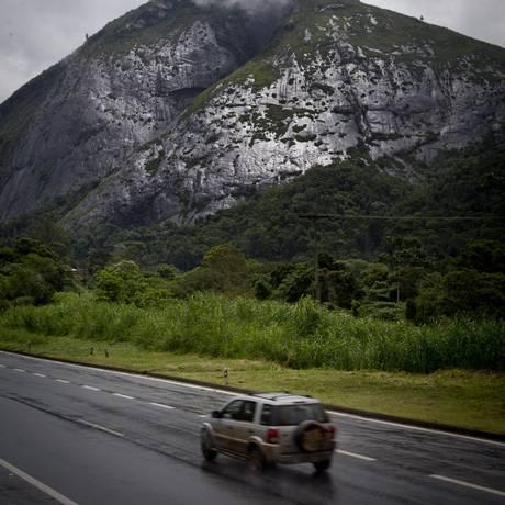 BR 040, no Rio: brasileiros preferem viajar dentro do próprio estado Foto: Guito Moreto