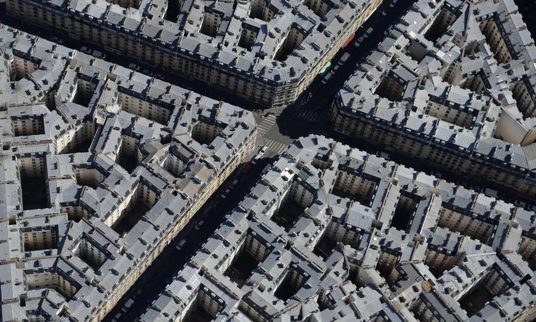 Foto mostra o famoso traçado urbano e os prédios de Paris Foto: JEAN-SEBASTIEN EVRARD / AFP