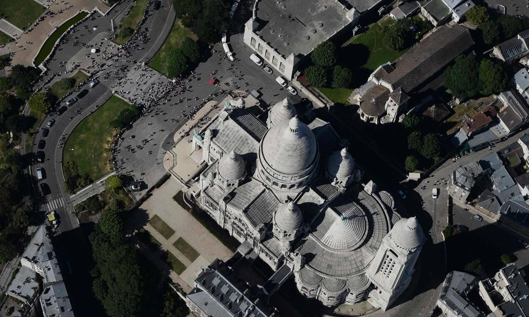 Vista aérea da Basílica de Sacre-Coeur, que fica localizada no bairro Montmartre JEAN-SEBASTIEN EVRARD / AFP