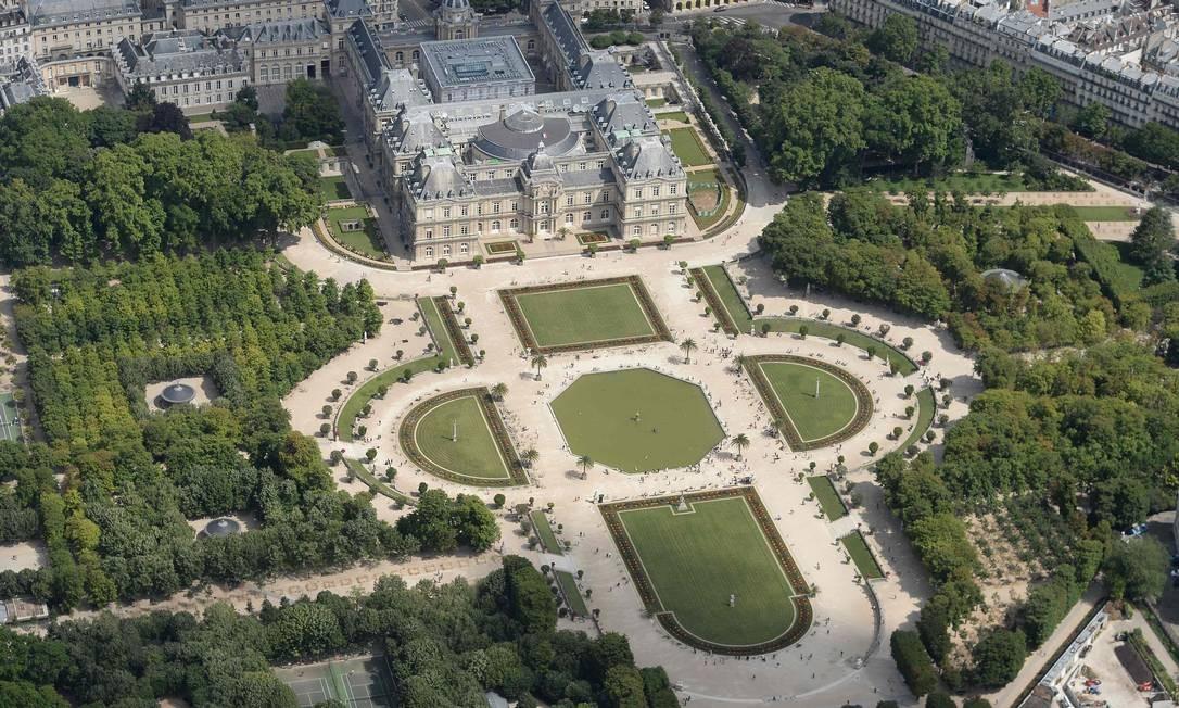 Os Jardins e o Palácio de Luxemburgo, atualmente sede do Senado francês JEAN-SEBASTIEN EVRARD / AFP