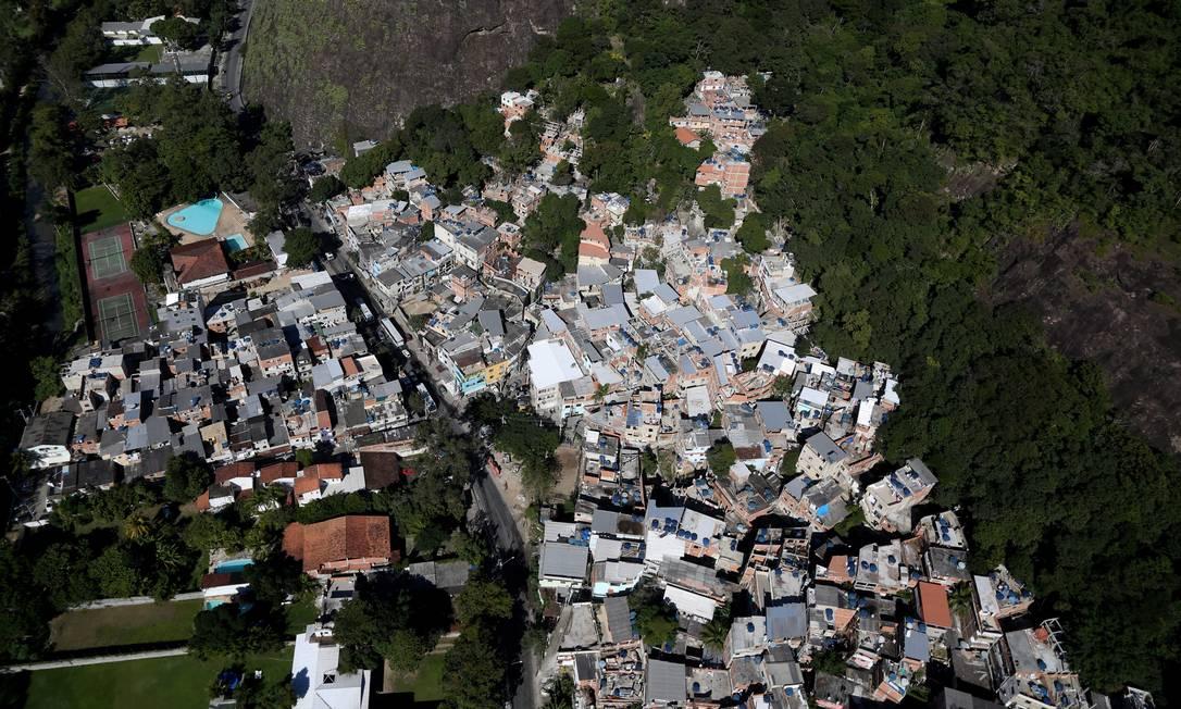 Segundo estimativas feita pela Inter.B Consultoria, o custo para levar somente água e esgoto nesses novo territórios chegaria a R$ 9 milhões Custódio Coimbra / Agência O Globo
