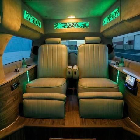Interior da limousine temática da 420 Tours Las Vegas, umas das empresas especializadas no turismo da maconha na cidade Foto: 420 Tours Las Vegas / Facebook/Reprodução