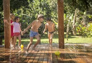 No Bichinho do Mato, banho de chafariz encerra o dia e é uma das atividades mais aguardadas Foto: Analice Paron / Agência O Globo
