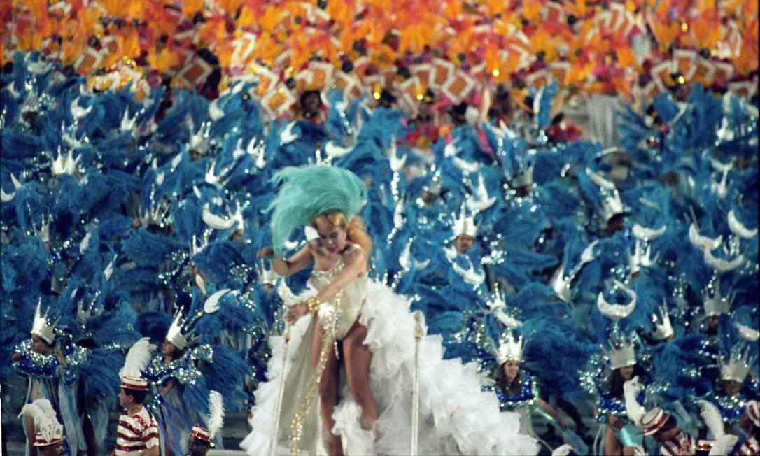 Mais uma imagem de Rogéria no desfile da Unidos da Tijuca, em 1992 Foto: O Globo