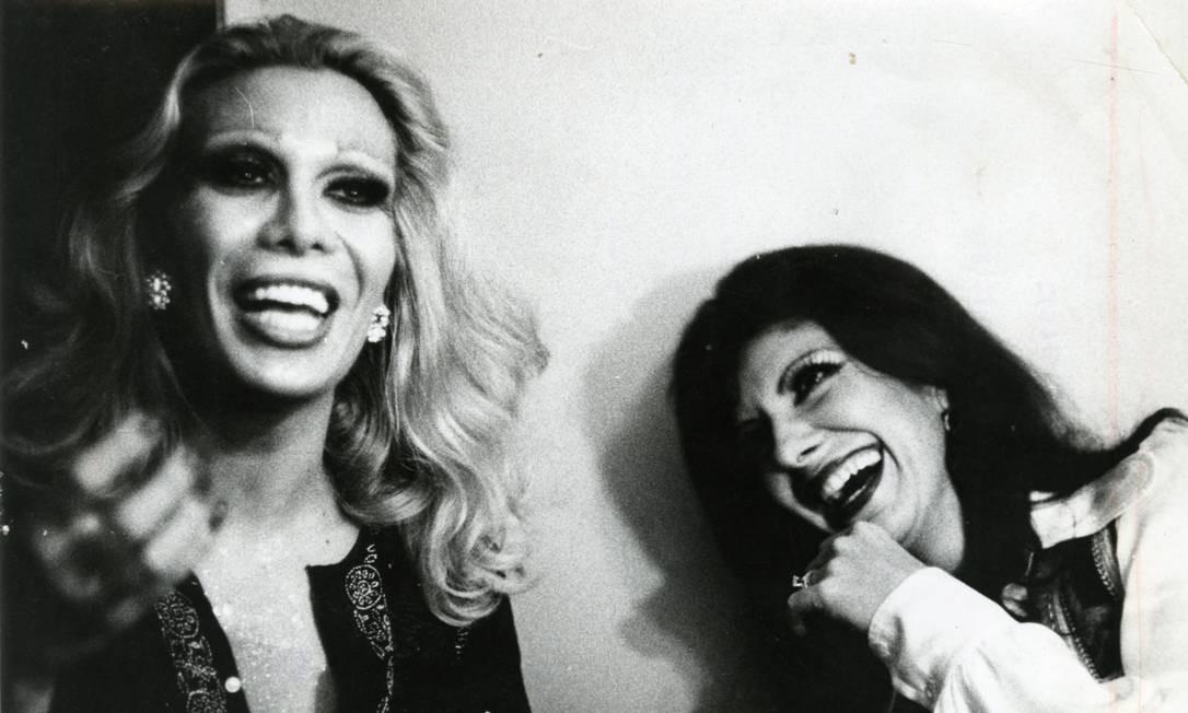 Rogéria com Marília Pêra, em 1973 Foto: O Globo