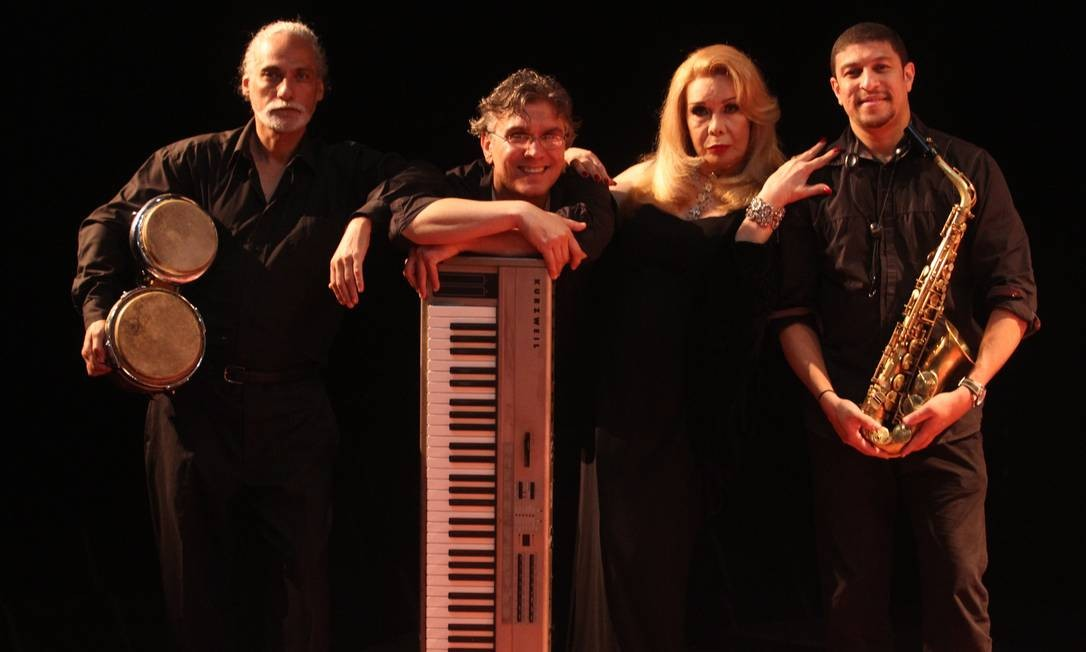 Em 2011, ela apresentava no Teatro Clara Nunes o espetáculo Rogéria e os Astolfos Foto: Ricardo Cassiano / O Globo