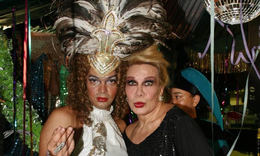 Numa das edições do 'Cilada' inspirada no carnaval, o comediante Bruno Mazzeo se vestiu de mulher e contracenou com Rogéria Foto: Fabrizia Granantieri / O Globo