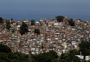 Uma das maiores comunidades do Rio, a Rocinha passou por um processo de verticalização nos últimos anos, embora seu crescimento horizontal tenha ficado, segundo levantamento do Instituto Pereira Passos Foto: Custódio Coimbra / Agência O Globo