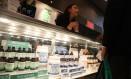Exposição. Produtos da Dixie, empresa do grupo Medical Marijuana, que têm maconha na sua composição, exposto em Congresso Mundial, realizado em Nova York no mês passado Foto: Spencer Platt/AFP