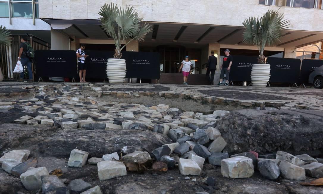 Marca da cidade, as pedras portuguesas na Av. Vieira Souto: são ideais para o Rio porque favorecerem a drenagem, mas falta conservação Foto: Custódio Coimbra / fotos de custodio coimbra