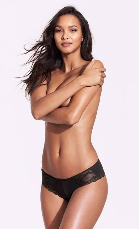 Lais Ribeiro volta a atacar. Angel da Victoria's Secret, a brasileira arrasa em novas fotos para a marca de lingerie, aparecendo, inclusive, de topless Foto: Divulgação