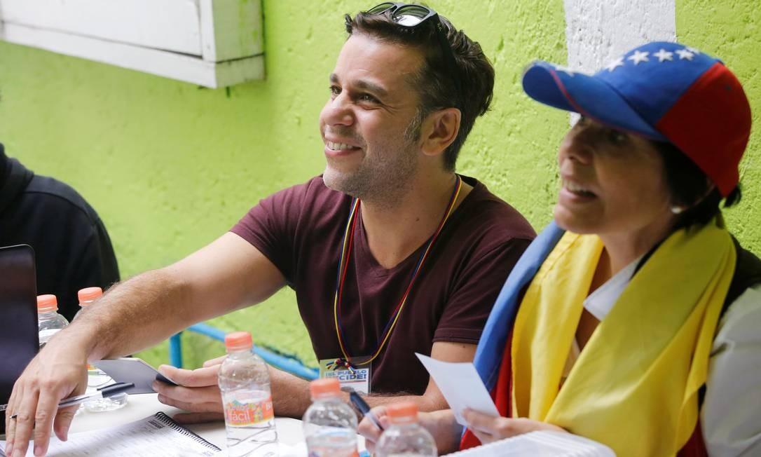 Franco Tintori, irmão de Lilian Tintori, mulher do líder da oposição Leopoldo Lopez, participa da consulta opositora sobre os planos do presidente da Venezuela, Nicolás Maduro, de reescrever a Constituição, na Cidade do México Foto: HENRY ROMERO / REUTERS