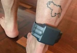 Leopoldo López. Em prisão domiciliar, líder opositor venezuelano é obrigado a usar tornozeleira eletrônica Foto: Reprodução / Twitter