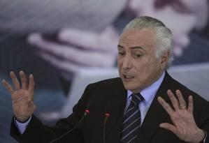 Michel Temer está apostando no corpo a corpo para convencer deputados Foto: Eraldo Peres / AP