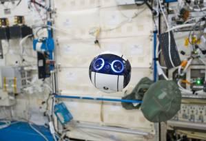 """O robô com 15 centímetros de diâmetro tem uma câmera entre os """"olhos"""" Foto: JAXA"""