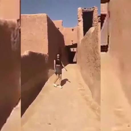 Jovem saudita desafiou conservadorismo ao publicar vídeo de saia curta e top cropped Foto: Reprodução/YouTube