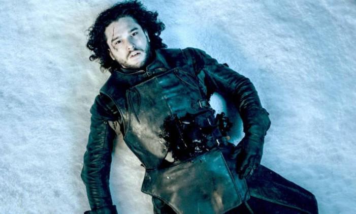 Jon Snow (Kit Harington) morto em 'Game of thrones' Foto: Reprodução