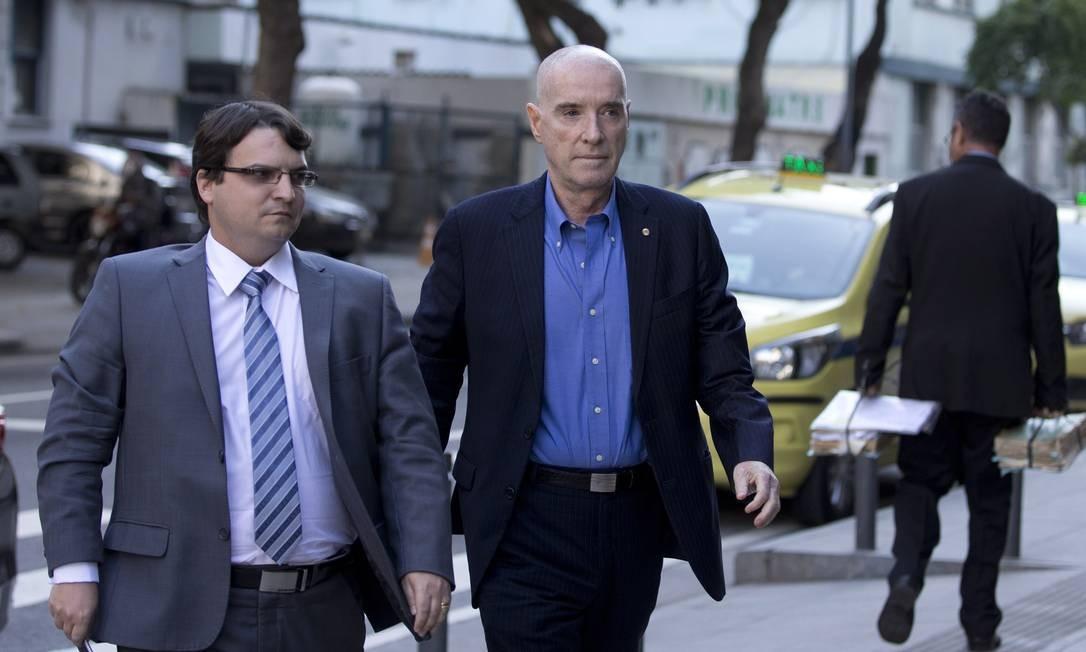 O empresário Eike Batista chega para depor na Justiça Federal, no Centro do Rio Foto: Márcia Foletto / O Globo