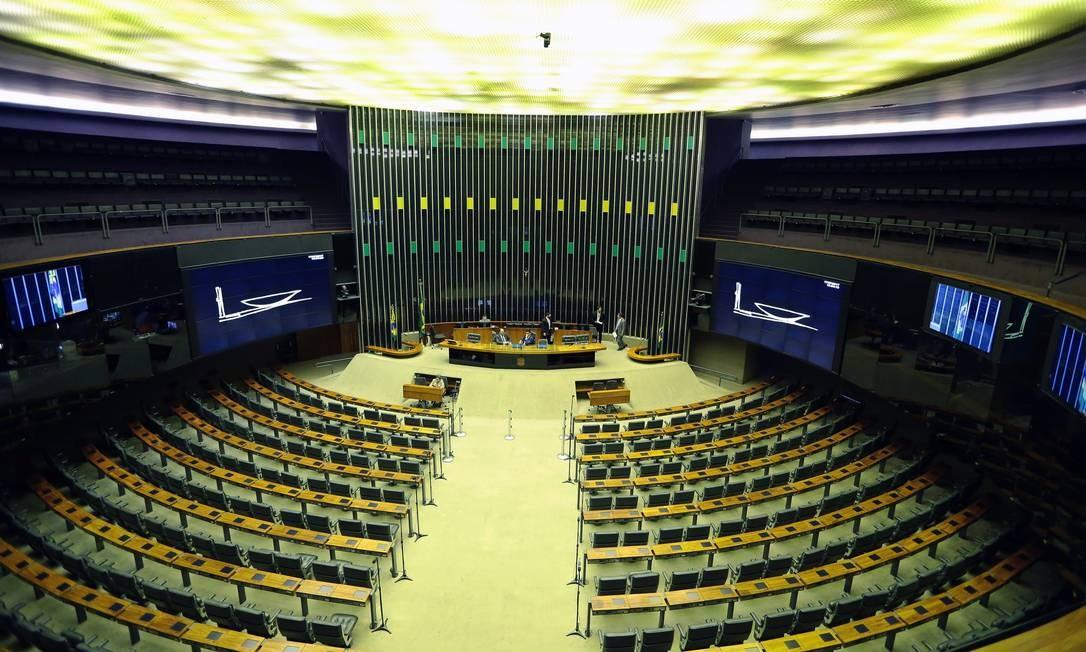 O plenário vazio da Câmara dos Deputados nesta segunda-feira Jorge William / O Globo