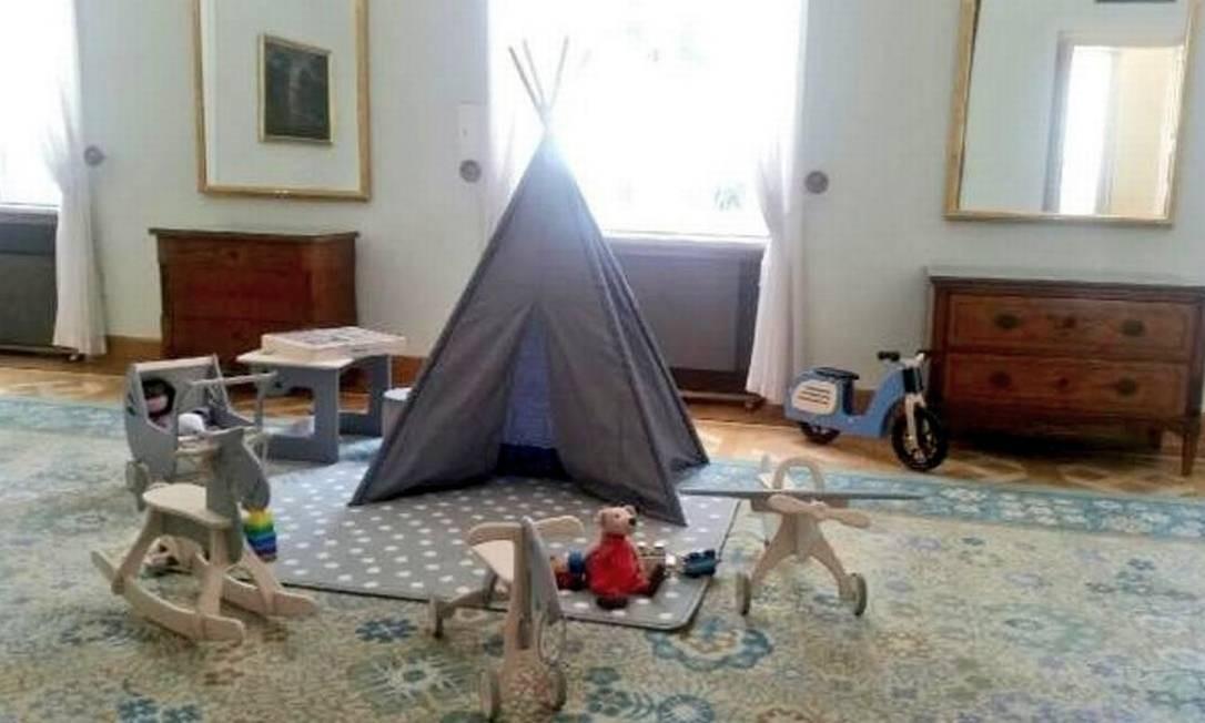 A visita foi preparada meticulosamente pelo governo polonês. No Twitter, o presidente Andrzej Duda compartilhou uma foto da sala de brinquedos criada para receber as crianças em sua residência oficial Reprodução/Twitter