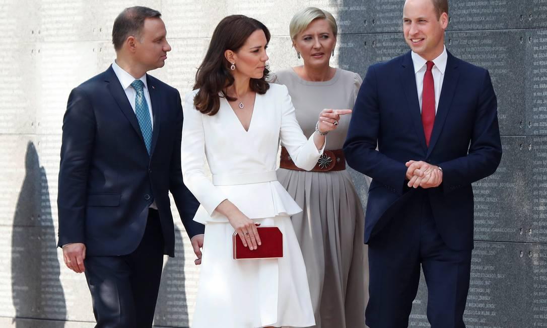 Sem os filhos, o casal visitou o Museu do Levante de Varsóvia com o presidente e a primeira-dama KACPER PEMPEL / REUTERS