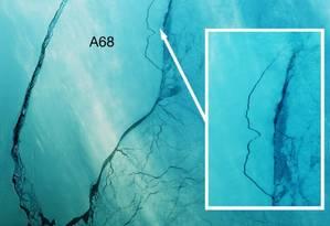 Imagem mostra blocos se soltando do iceberg gigante Foto: Deimos-1/Twitter