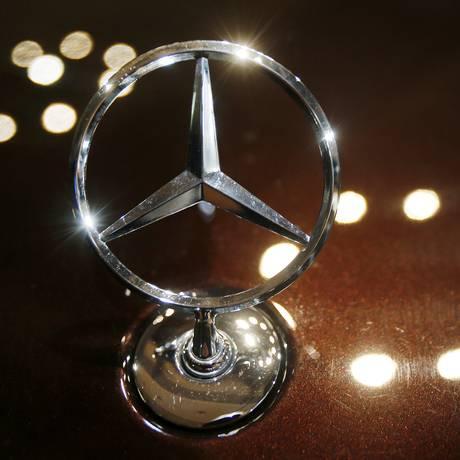 Logotipo da Mercedes-Benz em carro da marca Foto: Michael Probst / AP/5-2-2017