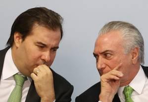 O presidente da Câmara, Rodrigo Maia, e o presidente Michel Temer Foto: Givaldo Barbosa / Agência O Globo / 5-6-17