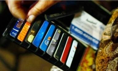 O cartão de crédito é um dos itens mais comuns nas carteiras dos brasileiros Foto: Arquivo