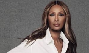 Uma das modelos mais bem-sucedidas dos anos 80 e 90, Iman, hoje com 61 anos, resolveu fazer uma rara aparição para uma campanha de jeans Foto: Divulgação