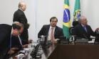 O presidente Michel Temer, ao lado do deputado Rodrigo Maia, presidente da Câmara dos Deputados, durante encontro com o governador Luiz Fernando Pezão Foto: Givaldo Barbosa / O Globo