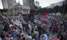 Manifestantes participam de ato de apoio a Lula e contra a reforma trabalhista na Cinelândia Foto: Alexandre Cassiano / Agência O Globo / 20-7-17