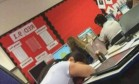 Professora dorme durante prova em escola do ensino médio Foto: Reprodução