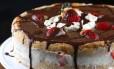 Torta de chocolate com morangos da Emocakes